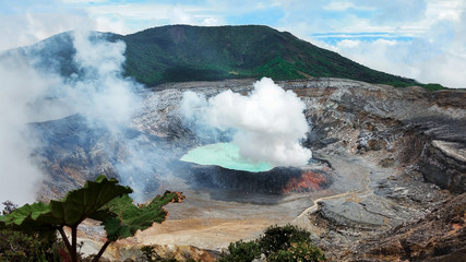 Photo sur Plexiglas Volcan Caldera of Active Volcano Poas, Coast Rica