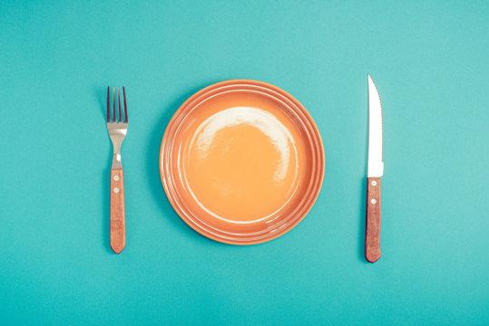 皿とナイフとフォーク