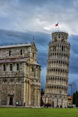 Schiefer Turm, Gewitterstimmung