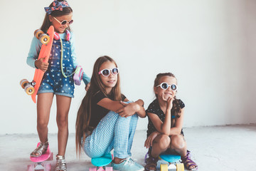 Children with skatboards