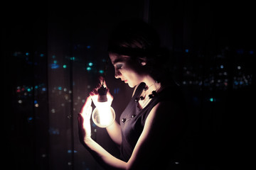 Woman and the Edison lamp