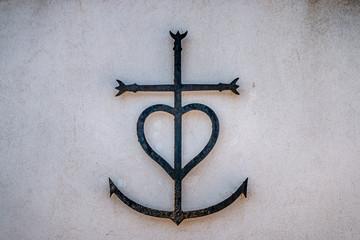 Croix Camarguaise dans les rue des Saintes-Maries-de-la-Mer