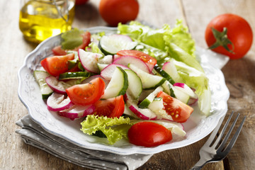 Vegetable salad with olive oil dressing