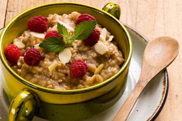 oatmeal with raspberry