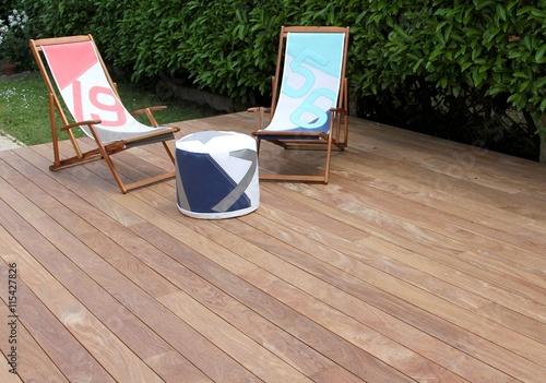 terrasse en bois exotique et salon de jardin photo libre. Black Bedroom Furniture Sets. Home Design Ideas