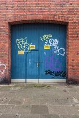 Tür in Tor