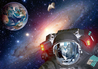 Astronaut planet Earth spaceman helmet space martian alien et extraterrestrial life. Elements of this image furnished by NASA.