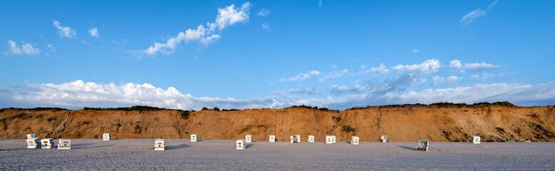 Fototapete - Strandkorb Panorama am  Strand von Sylt Kampen rotes Kliff