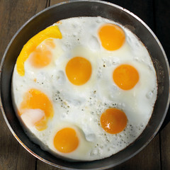 Aluminium Prints Egg hot appetizing dish/ flat lay, fried eggs in a frying pan top view
