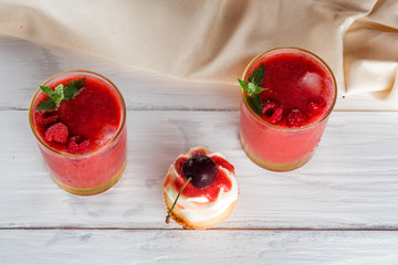 cupcakes with cherries and berry smoothies