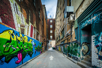 Graffiti in an alley in the Fashion District, of Toronto, Ontari Fototapete