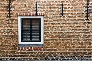 Fenster aus Holz Backstein Haus