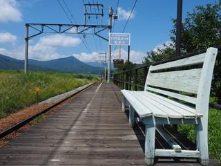 ローカル線 駅舎からの風景