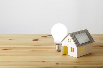 ソーラーハウスと白熱電球