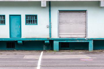 alte Lagerhalle Tür und Tor