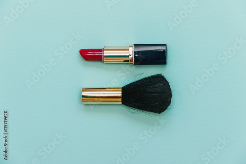 how to set lipstick without powder