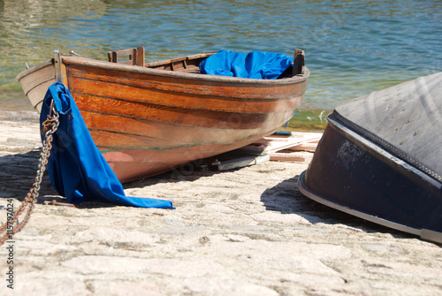 Piccole barche di legno nel porticciolo di arona sul lago for Piccole case sul lago