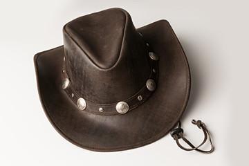 Sombrero vaquero de cuero.