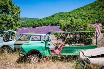 Casse de vieilles voitures en Provence
