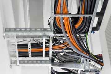 Kabeltrasse und Kabel