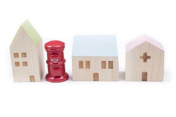 家と郵便ポストの置物