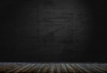 Dunkler leerer Raum mit Holzboden