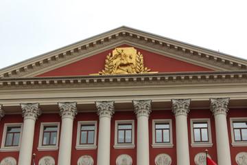 Герб на здании Моссовета в Москве, улица Тверская