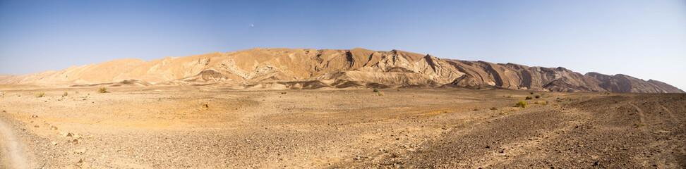 Photo sur Plexiglas Secheresse Wide angle panorama of Desert landscape