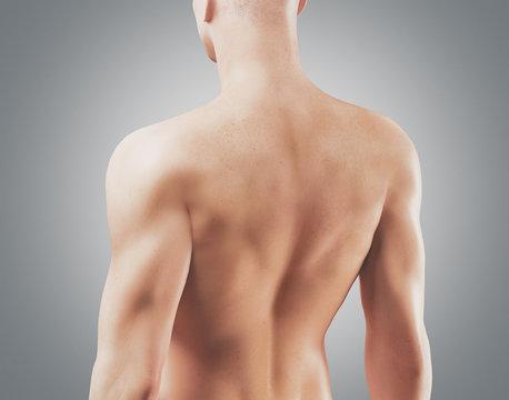 Uomo con schiena nuda e muscolosa 3d