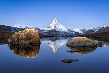 Wall Mural - Stellisee und Matterhorn bei Zermatt, Schweiz