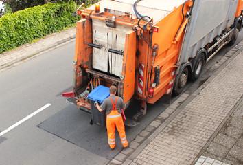 Müll, Papiermüll wird abgefahren