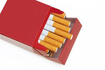 offene rote Zigarettenschachtel
