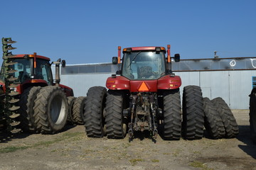 Tractor. Agricultural machinery.