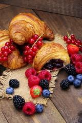 Cornetti dolci ai frutti di bosco