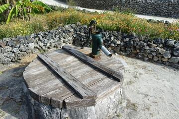 竹富島の井戸。沖縄県八重山郡竹富町