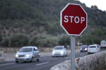 Señal de stop en cruce
