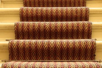 Läufer in einem Treppenhaus