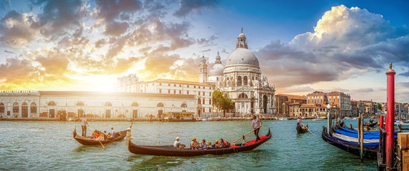Romantic Venice Gondola scene on Canal Grande at sunset, Italy Fototapete