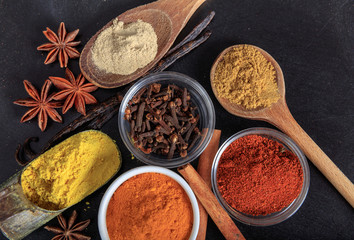 Foto op Canvas Kruiden Variety of spices on black background