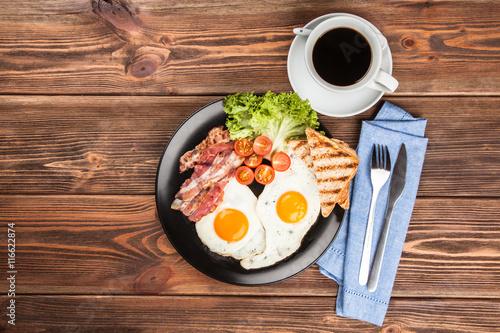 Завтрак кофе яичница сок тосты загрузить