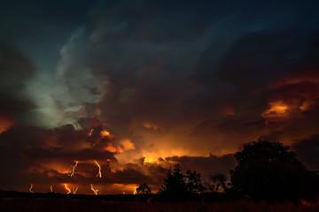Fototapeta Groźne burzowe niebo z piorunami obraz