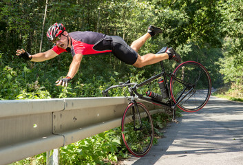 Papiers peints Cyclisme Cyclist falls off the bike into bushes. Accident with bike on road.