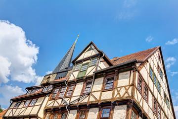Alte, traditionelle Fachwerkhäuser in der Welterbestadt Quedlinburg im Harz