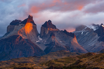Cuernos del paine mountains, chile
