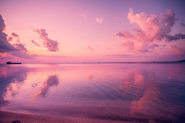 Spoed Fotobehang Candy roze Early morning, pink sunrise over sea