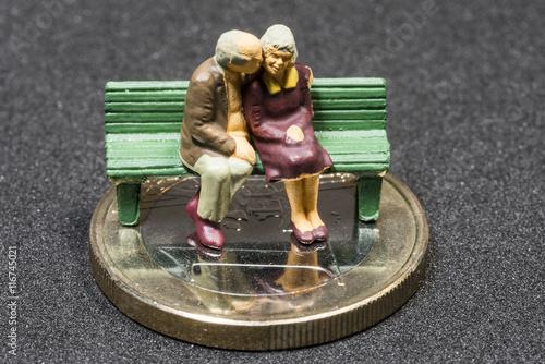 Alte Frau Mit Rollator Auf 1 Euro Münze Stockfotos Und Lizenzfreie