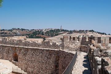 Gerusalemme, Israele: il Monte degli Ulivi visto dalle antiche mura della città vecchia il 2 settembre 2015