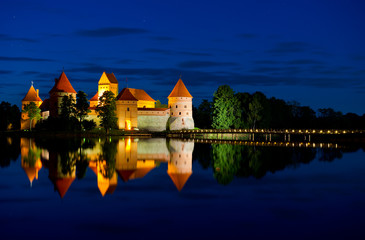 Trakai Castle at night - Island castle in Trakai isd one of the most popular touristic destinations in Lithuania, houses a museum and a cultural center. Wall mural