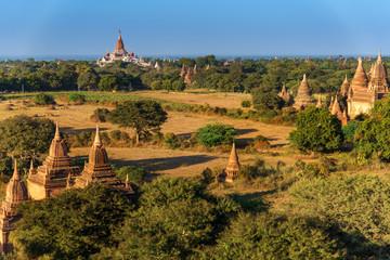Foto op Aluminium Pagoda field , old and ancient in Bagan , Myanmar