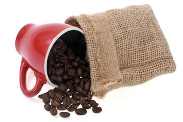 Aluminium Prints Coffee beans Café en grains avec une tasse et un sac en toile de jute